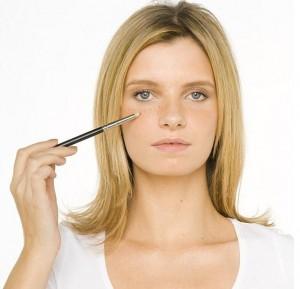 Makijaż dla dziewczyny z piegami